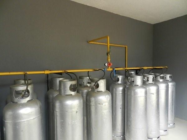 Foto: Central para Botijões P-45 Kg de Tecmont Instalações De Gás #1299935  - Habitissimo